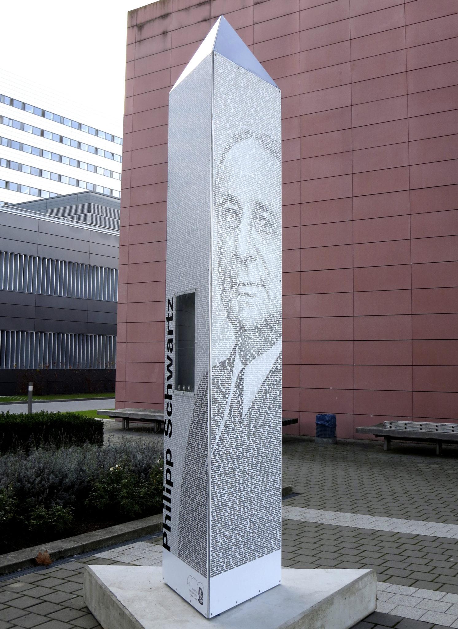 Philipp Schwartz-Stele Ansicht